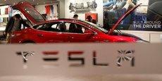 Tesla est accusé de jouer sur l'ambivalence du nom pilotage automatique, et ainsi induire les conducteurs en erreur.