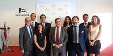 Laurent Batsch, président de l'Université Paris Dauphine (au centre),  Arnaud Raynouard, Vice-Président Affaires internationales (à droite), entourés de l'équipe dirigeante de Dauphine Casablanca.