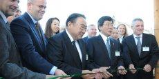 Les personnalités présentes lors de l'inauguration, dont l'ambassadeur du Japon en France et le président de Sakata Seed Corporation
