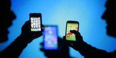 Selon un sondage OpinionWay pour Zengularity, 85% des Français estiment être dépendants aux technologies.