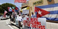 Obama coward (Obama, le lâche) disent les pancartes des anticastristes. Trump s'est positionné contre l'ouverture diplomatique envers Cuba initiée par l'actuelle administration. Mais la recomposition de l'électorat en cours en Floride pourrait contrecarrer ses espoirs.