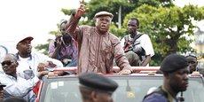 Le leader de l'opposition congolaise, Etienne Tshisekedi, et ses partisans, bloqués par la police à Kinshasa en novembre 2011.