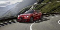 L'Alfa Romeo Stelvio se présente comme le SUV le plus rapide de sa catégorie et vise directement les plus grandes marques notamment le Porsche Macan.