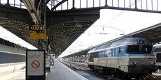 Une locomotive stationnée à Gare de l'Est, d'où partent les Intercités Paris-Belfort.