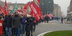 Manifestation de travailleurs du textile à Biella, chef-lieu du Piémont, vendredi 18 novembre.