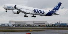 L'A350-1000 n'a pas le droit à l'erreur. Il doit absolument être un succès commercial, sous peine de voir l'avionneur européen laisser définitivement le champ libre à son rival Boeing.
