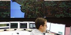 Un technicien RTE surveille la consommation d'électricité, à La Chapelle sur Erdre, près de Nantes