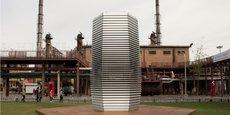 Inventée par le designer néerlandais Daan Roosegarde et une équipe d'experts, cette tour hexagonale se veut le plus large aspirateur à fumée au monde.