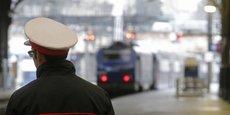 Un agent SNCF sur un quai de la gare Saint-Lazare, en mars 2016.