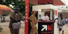 Le service Orange Money de l'opérateur est disponible dans 14 pays d'Afrique, dont le Sénégal, où il est présenté avec pédagogie et une pointe d'humour dans des tutoriels vidéo.