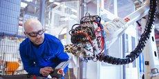 Les robots et cellules automatisées peuvent réaliser 100.000 pales de moteur par an. Le site de Bordes poursuit sa montée en puissance en tant qu'usine du futur.