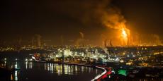 Incident technique à la raffinerie Total de Feyzin, jeudi 8 décembre. Photo prise par Yannick Devesvre, photographe chasseur d'orages.