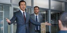 L'acteur Ryan Gosling dans le film The Big Short : explication du système des subprimes et des CDO… un échafaudage branlant.