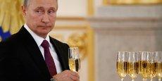 La dilution du pouvoir des Etats-Unis actuellement à l'oeuvre permet à Vladimir Poutine de marquer des points sur la scène internationale, que ce soit dans le conflit syrien en soutenant le régime de Bachar el Assad ou dans le rapprochement avec Ankara après le coup d'Etat avorté contre Erdogan.
