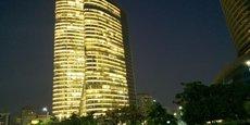 Aux Émirats Arabes Unis, les deux tours de l'Adia Builiding, siège de l'Abu Dhabi Investment Authority (ADIA), le plus important fonds souverain au monde en termes d'actifs sous gestion.