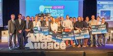 Max Roustan, président d'Alès Agglomération, entouré des 9 porteurs de projets primés