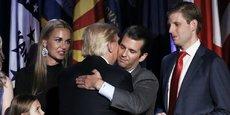 Donald Jr. (au centre) et Eric Trump (à droite) organisent l'Opening Day pour commémorer l'inauguration du mandat de leur père, Donald Trump, comme 45e président des Etats-Unis.