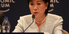 Avec le comité d'organisation de Tokyo 2020, Yuriko Koike, la gouverneure de Tokyo doit encore trouver des pistes d'économies pour satisfaire le CIO.