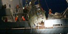 Une équipe de recherche récupère un débris du Tupolev Tu-154, le 26 décembre.