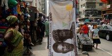 La naira, qui subi les fluctuations des marchés internationaux, influence à son tour la stabilité des salaires au Nigéria.