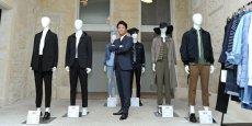 Hidenori Nishino, DG France d'Uniqlo, posant dans le show-room monté pour annoncer l'ouverture du magasin de Montpellier, le 31 mars 2017