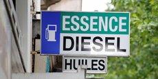 Sur le marché automobile français, le diesel a passé la barre des 50% de véhicules vendus à partir de l'an 2000. Après avoir culminé à 77% des ventes en 2008, la courbe a commencé à s'inverser à mesure que progressait l'information de la population sur les méfaits pour la santé des émissions polluantes liées à la combustion de ce carburant.