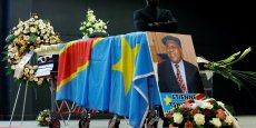 La dépouille de Etienne Tshisekedi Wa Mulumba, dans un cercueil couvert du drapeau congolais, exposé au Palais 2 du parc des expositions à Bruxelles.