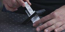 Cette lame d'étalonnage des microscopes à fluorescence a été développée par Argolight.