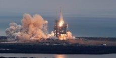 Moins de dix minutes après le lancement, SpaceX est parvenu une nouvelle fois à faire redescendre le premier étage du lanceur pour le poser en douceur sur le sol non loin du Centre spatial Kennedy.