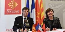 C. Puigdemont, président de la Généralité de Catalogne, et C. Delga, président de la Région Occitanie, côte à côte le 19 février à Narbonne