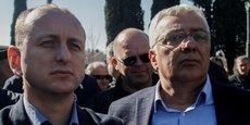 Le procureur spécial du pays a obtenu la suppression de l'immunité parlementaire de deux dirigeants de l'opposition soupçonnés d'avoir participé à la tentative de coup d'État, avec le soutien de la Serbie et de la Russie. (Photo: les deux parlementaires d'opposition, Milan Knežević et Andrija Mandić, le 15 février, attendant la levée de leur immunité devant le parlement monténégrin).