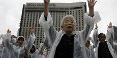 Une relation entre la haute espérance de vie et la faible fertilité du pays explique en partie la hausse attendue de l'espérance de vie en Corée du Sud.