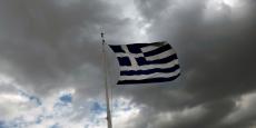 Deux députés S&D de la Commission européenne ont écrit à Jean-Claude Juncker pour déplorer que «la Grèce a été forcée par les memoranda de décentraliser la négociation collective, ce qui a entraîné l'effondrement du système de négociation collective», des mesures qui expliqueraient des baisses de salaires pouvant atteindre 40%.