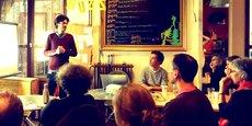 Sébastien Zulke (debout) présente cagette.net lors d'une rencontre avec des producteurs.