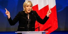 De tous les candidats à la présidentielle, Marine Le Pen est celle qui est la plus associée à la défense de certaines valeurs, en l'occurrence le patriotisme ou l'autorité. Emmanuel Macron, lui, porte davantage la valeur travail.