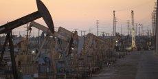 Aux Etats-Unis, le nombre de puits en activité s'élevait à 617 la semaine dernière, c'est encore loin du pic de 1.609 atteint auparavant, mais ce nombre augmente régulièrement tout comme le volume de la production.