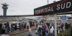 L'aéroport d'Orly-Sud a été évacué ce samedi matin après qu'un homme ayant dérobé une arme à un militaire ait été abattu. Le trafic a repris dans l'après-midi.