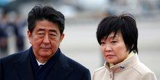 Le Premier ministre japonais, Shinzo Abe, et sa femme, Akie Abe, à Tokyo le 28 février 2017.