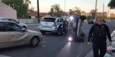 Le 25 mars 2017, à Tempa, en Arizona, un accident de la circulation impliquant une voiture autonome (le Suv Volvo renversé sur le côté) opérée par Uber Technologies.