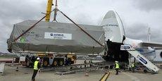 Ce satellite tout électrique (sans propulsion chimique), Eutelsat 172 B, n'était pas programmé pour le tir ajourné d'Ariane 5, le 21 mars, mais pour un autre tir programmé le 25 avril, a fait savoir le directeur général délégué du Centre national d'études spatiales (CNES). (Photo: Eutelsat 172B dans son container entre dans la cale de l'avion cargo Antonov sur l'aéroport de Toulouse le 20 mars avant de s'envoler vers Kourou)
