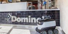 Avec une vitesse d'environ 6,5 km/h, le petit robot autonome de Domino's Pizza peut contenir jusqu'à 9 kilos de pizzas.