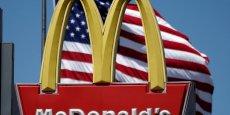 En octobre dernier, QueChoisir dénonçait dans son enquête sur 88 établissements de l'Hexagone, des prix qui peuvent varier du simple au double dans un même ville, beaucoup plus souvent dans les restaurants franchisés. La franchise est pourtant un pilier du modèle économique de McDonald's, qui ne possède en propre que 20% des restaurants de son réseau.