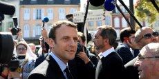 Emmanuel Macron affiche un programme fiscal tourné vers les classes populaires et moyennes et l'investissement.