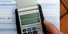 Le prélèvement à la source prévoit que l'impôt sur le revenu soit collecté à partir du 1er janvier 2018 lors du versement du salaire, et non plus un an après comme c'est le cas actuellement.