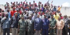 Photo de famille après la cérémonie de reddition de miliciens Kamwina Nsapu