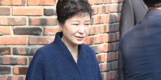 L'ex-présidente de la Corée du Sud, Park Geun-Hye, lors de son arrestation le 30 mars. Placée en détention, elle vient d'être inculpée de nombreux chefs d'accusation dont  abus de pouvoir, coercition, corruption et divulgation de secrets d'Etat.