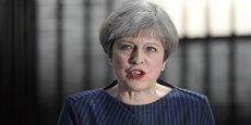 Theresa May, devant le 10 Downing Street, le mardi 18 avril 2017.