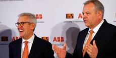 Ulrich Spiesshofer, patron du conglomérat d'ingénierie suisse ABB et Hans Wimmer, patron du groupe autrichien d'automatisation industrielle Bernecker & Rainer (B&R), lors de leur conférence de presse commune le 5 avril 2017.