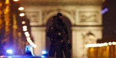 Une fusillade a fait au moins deux morts sur les Champs Elysées ce jeudi soir 20 avril, un policier et l'un des attaquants.