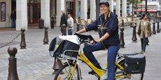 Comme à Nantes (notre photo) les facteurs peuvent désormais être équipés de vélos à assistance électrique.